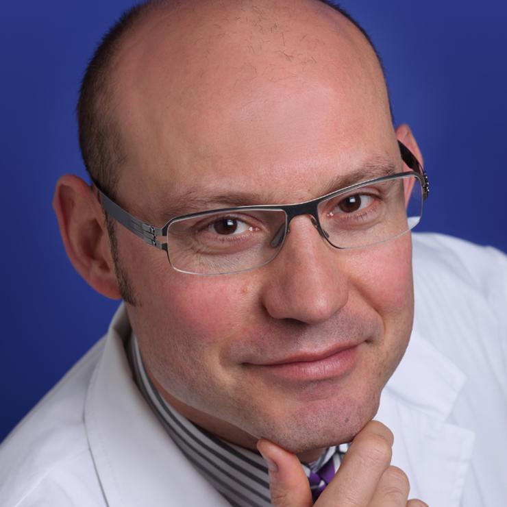 Dr. Víctor Hernàndez Machado
