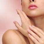 Láser médico para rejuvenecer manos y escote